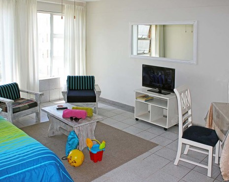 single bedroom living_6937
